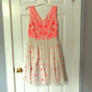 Boden Size 8 Embroidered Twirl Dress